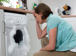 Làm gì khi máy giặt bị chảy nước, rò rĩ nước?