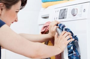 Vì sao máy giặt đang hoạt động mà bị tắt đột ngột